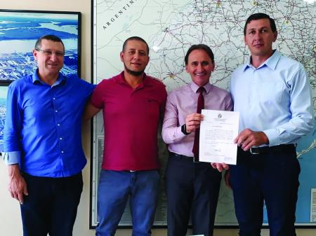 Costella recebe pedido de conclusão de acesso asfáltico