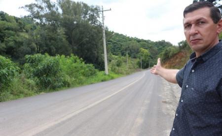 Prefeito trabalha para ver município interligada com pavimentações